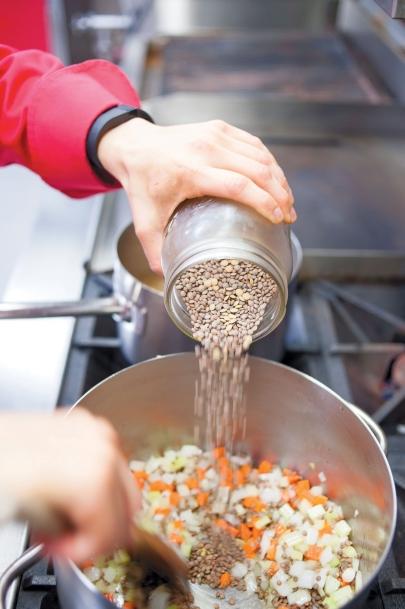 making harira soup