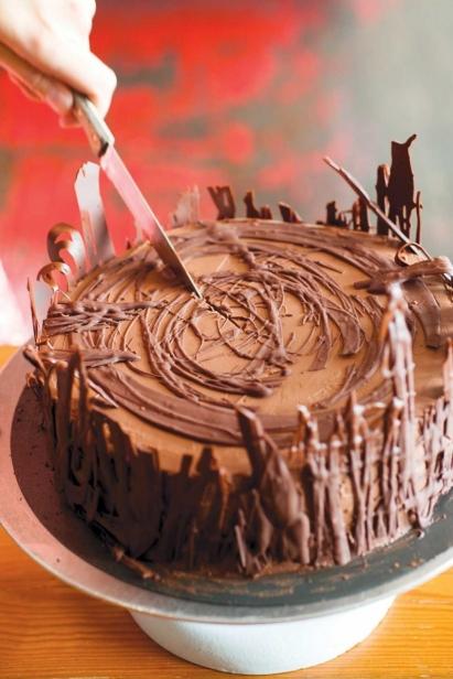Vanilla Cake with Chocolate and Vanilla Cream