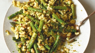 Spaetzle with Asparagus, Gouda and Ramp-Hazelnut Pesto